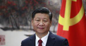Peking, 2017. október 25. Hszi Csin-ping pártfõtitkár, kínai elnök a Kínai Kommunista Párt Politikai Bizottsága új Állandó Bizottságának tagjait bemutató sajtóértekezleten a pekingi Nagy Népi Csarnokban 2017. október 25-én, a KKP XIX. kongresszusának befejezõdése utáni napon. (MTI/EPA/Hou Hvi Jung)