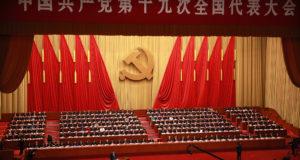 Peking, 2017. október 18. Hszi Csin-ping kínai elnök beszédet mond a Kínai Kommunista Párt XIX. kongresszusának megnyitóján a pekingi Nagy Népi Csarnokban 2017. október 18-án. A párt programját öt évre meghatározó egyhetes kongresszuson megválasztják az új politikai bizottság tagjait. (MTI/EPA/Ho Hvi Jung)
