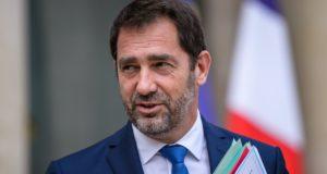 Christophe Castaner francia kormányszóvivő, amint elhagyja az Élysée-palotát egy heti kabinetülés után, 2017. augusztus 9-én. EPA/CHRISTOPHE PETIT TESSON