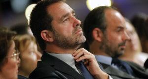 Chassieu, 2017. november 18. Christophe Castaner eddigi francia kormányszóvivő, miután megválasztották az Emmanuel Macron francia elnök pártja, a Köztársaság Lendületben fődelegáltjává, azaz vezetőjévé a párt kongresszusán a Lyon közelében fekvő Chassieu-ben 2017. november 18-án. (MTI/AP/Laurent Cipriani)