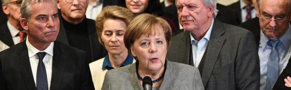Berlin, 2017. november 20. Angela Merkel német kancellár, a Kereszténydemokrata Unió (CDU) elnöke nyilatkozik Berlinben 2017. november 19-én, miután a Szabaddemokrata Párt (FDP) kivonult a tárgyalásokról, és ezzel kudarcba fulladtak a kormányalakítás céljával tartott négypárti koalíciós egyeztetések. (MTI/EPA/Christian Bruna)