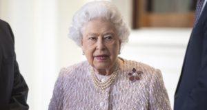 II. Erzsébet brit királynő a Buckingham Palota előtt 2017. november 28-án.  London, Britain, 28 EPA/I-IMAGES / POOL