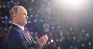 Moszkva, 2017. december 6. Vlagyimir Putyin orosz államfõ egy önkéntesek számára rendezett fórumon Moszkvában 2017. december 6-án. A 65 éves politikus ezen a napon bejelentette, hogy indul a jövõ évi elnökválasztáson. (MTI/EPA/Szputnyik/Kreml pool/Alekszej Nyikolszkij)