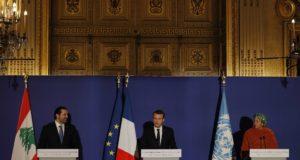 Párizs, 2017. december 8. Emmanuel Macron francia elnök (k), Szaad Haríri libanoni miniszterelnök (b) és Amina Mohamed, az ENSZ-főtitkár általános helyettese sajtótájékoztatót tart Párizsban 2017. december 8-án. (MTI/EPA pool/Philippe Wojazer)