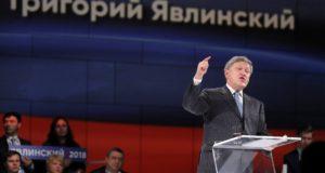 Moszkva, 2017. december 22. Grigorij Javlinszkij, a Jabloko orosz liberális párt elnöke beszédet mond a párt 20. kongresszusán Moszkvában 2017. december 22-én. Javlinszkij indulni szándékozik a 2018. március 18-án tartandó államfőválasztáson Vlagyimir Putyin hivatalban levő elnök vetélytársaként. (MTI/EPA/Szergej Ilnyickij)