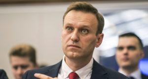 Moszkva, 2017. december 25. Jevgenyij Feldman, Alekszej Navalnij orosz ellenzéki vezetőnek és korrupcióellenes aktivistának a fotósa által készített felvétel az ellenzéki vezetőről az orosz Központi Választási Bizottság moszkvai irodájában 2017. december 25-én.  A bizottság ezen a napon elutasította az ellenzéki politikus jelöltségének bejegyzését, így Navalnij nem indulhat 2018-as orosz elnökválasztáson. A testület azzal indokolta a döntést, hogy Navalnijt súlyos bűncselekmény miatt elítélték. (MTI/AP/Navalnij kampányiroda/Jevgenyij Feldman)