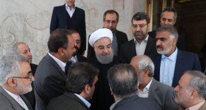 Teherán, 2018. január 2. Az iráni elnöki iroda hivatalos honlapja által közreadott képen Haszan Róháni iráni elnök (k) parlamenti bizottságok vezetőivel találkozik Teheránban 2018. január 2-án. A közel-keleti országban 2017. december 28-a óta utcai megmozdulások zajlanak a magas árak, az iszlám köztársaság kormánya és az országot az 1979. évi iszlám forradalom óta irányító vallási elit ellen. (MTI/EPA/Az iráni elnöki iroda hivatalos honlapja)