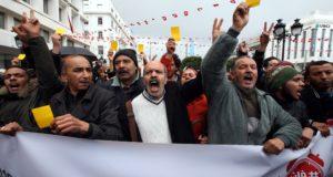 Tunisz, 2018. január 12. Az év elején bevezetett gazdasági megszorító intézkedések ellen tiltakozó tüntetők a tunéziai fővárosban, Tuniszban 2018. január 12-én. Tunézia több városában január 8. óta tiltakoznak a tüntetők. (MTI/EPA/Mohamed Meszara)