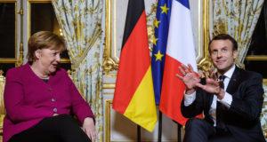 Párizs, 2018. január 19. Emmanuel Macron francia elnök (j) és Angela Merkel német kancellár megbeszélést folytat a párizsi államfői rezidencián, az Elysée-palotában 2018. január 19-én. (MTI/EPA pool/Christophe Petit Tesson)