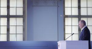 Moszkva, 2018. március 1. Vlagyimir Putyin orosz elnöknek az orosz parlament két háza elõtt tartott évértékelõje a moszkvai Manyézs Központi Kiállítási Csarnokban 2018. március 1-jén. (MTI/EPA/Reuters pool/Makszim Semetov)