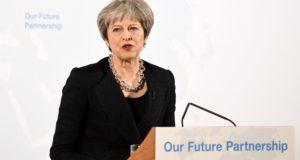 Theresa May brit miniszterelnök a szigetországnak az Európai Unióból történő kilépésének feltételeiről beszél a londoni polgármester hivatalos rezidenciáján, a Mansion House-ban 2018. március 2-án. (MTI/EPA/Bloomberg pool/Chris J. Ratcliffe)