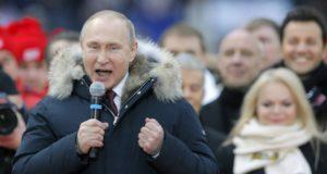 Moszkva, 2018. március 3. Vlagyimir Putyin orosz elnök beszél támogatóihoz a moszkvai Luzsnyiki Stadionban tartott kampányrendezvényen 2018. március 3-án. Az elnökválasztást 2018. március 18-án tartják Oroszországban. (MTI/EPA/Jurij Kocsetkov)
