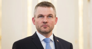 Pozsony, 2018. március 15. Peter Pellegrini szlovák miniszterelnök-helyettes kormányalakítási megbízást vesz át Andrej Kiska államfőtől Pozsonyban 2018. március 15-én, miután Robert Fico kormányfő lemondott. (MTI/EPA/Jakub Gavlak)
