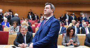 Markus Söder új bajor tartományi miniszterelnök a bajor parlament müncheni üléstermében, mielőtt leteszi a hivatali esküt 2018. március 16-án. (MTI/EPA/Lukas Barth)