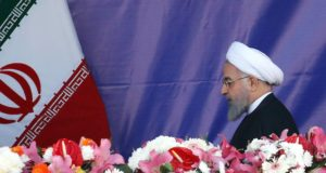 Haszan Róháni iráni elnök a hadsereg napja alkalmából tartott díszszemlén Teheránban 2018. április 18-án. (MTI/EPA/Abedin Taherkenareh)